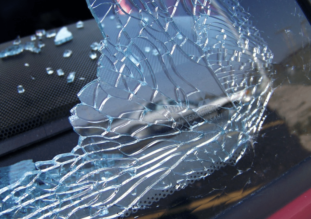 Do you know these common causes behind broken windshields?